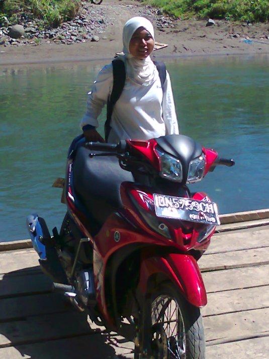 Dengan motor Pak Namir, saya menginjakan kaki di Uwe Mea